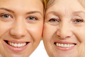 Huidverjonging twee vrouwen jong en oud